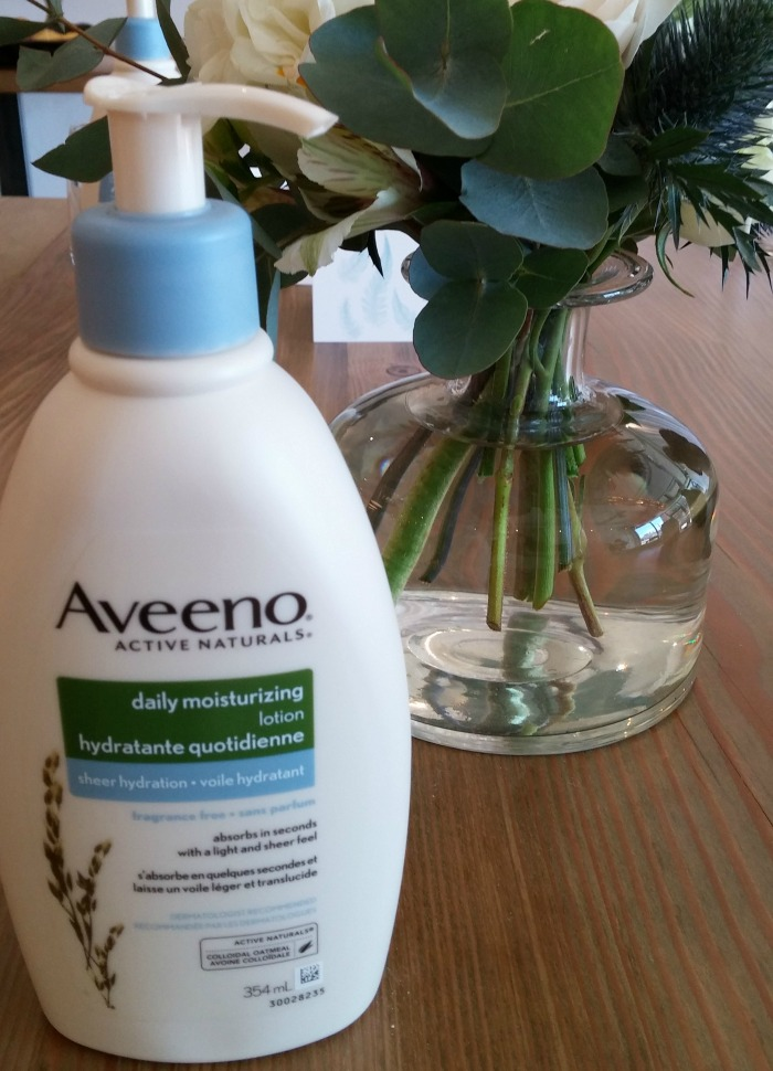 Aveeno Daily Moisturizing Lotion Sheer Hydration // Elaine Loves