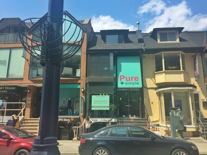 Pure + Simple Yorkville Store Front // Elaine Loves