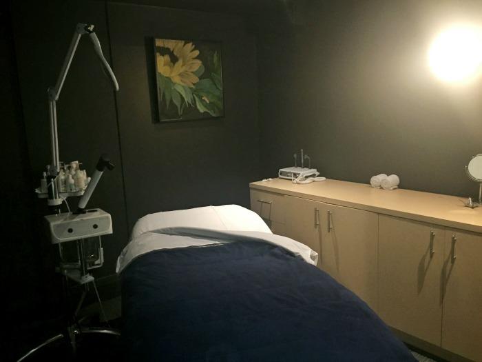 Pure + Simple Yorkville Treatment Room // Elaine Loves