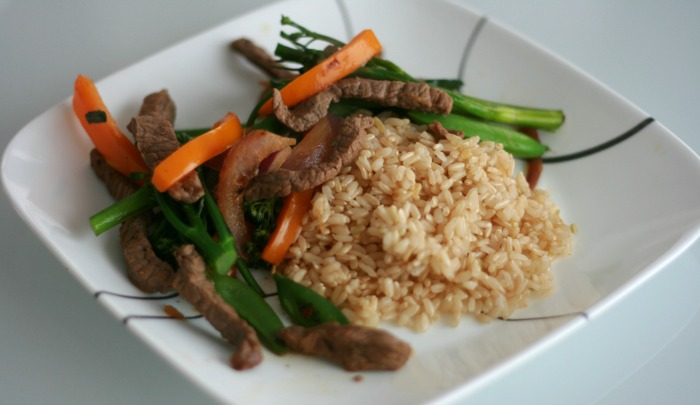 Living That Clean Life - Orange Beef Stir Fry with Brown Rice // Elaine Loves